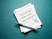 Libreta de recettas y bolígrafo - Exámenes médicos que debes evitar