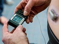 Hombre suministrandose insulina - Trivia - Riesgo de padecer diabetes