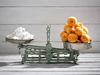 Albaricoques y azúcar en una balanza - Cómo vencer la diabetes
