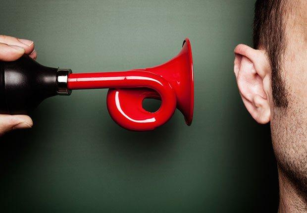 Corneta al oido - Pérdida auditiva por ruido