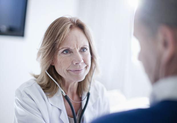 Médico y paciente - Mitos y verdades sobre las enfermedades de la tiroides