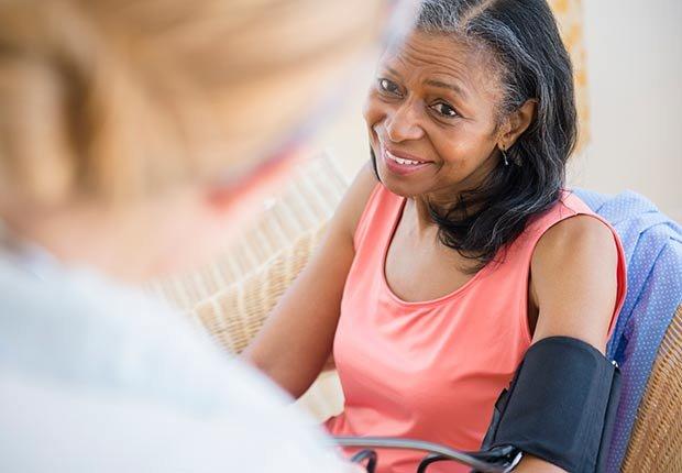 Doctor y paciente - Cómo cuidar y mantener tus riñones saludables