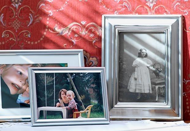 Varios marcos con fotografías - Cómo cuidar y mantener tus riñones saludables
