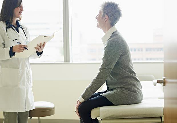 Médico y paciente - Cómo cuidar y mantener tus riñones saludables