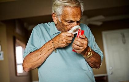 Joe Vallone - Leyendo con una lupa - Fin a la pérdida de visión en el futuro