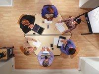 Compañeros de trabajo en una reunion