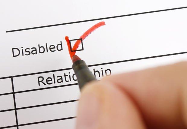 Llenando un documento - Pérdida de audición y trabajo