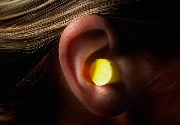 Oído con un tapón - Cómo proteger tus oídos