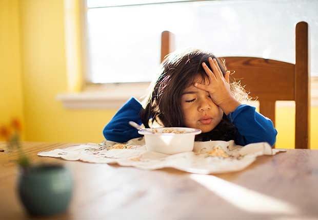 Niña comiendo - Diabetes tipo 1 en niños