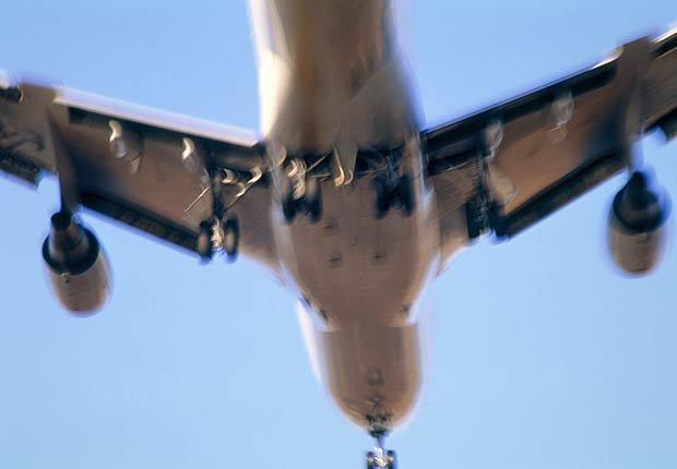 Avion volando - Cómo proteger tus oídos