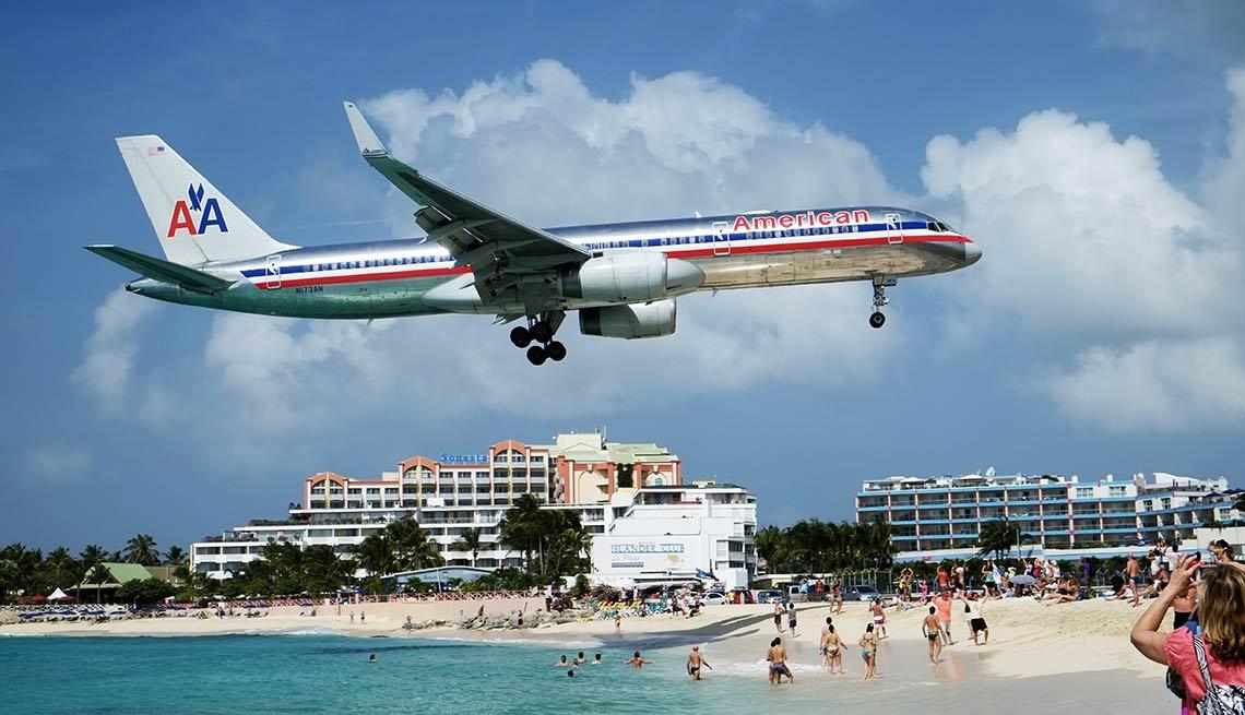 Avión sobrevolando una Playa en Saint Martin