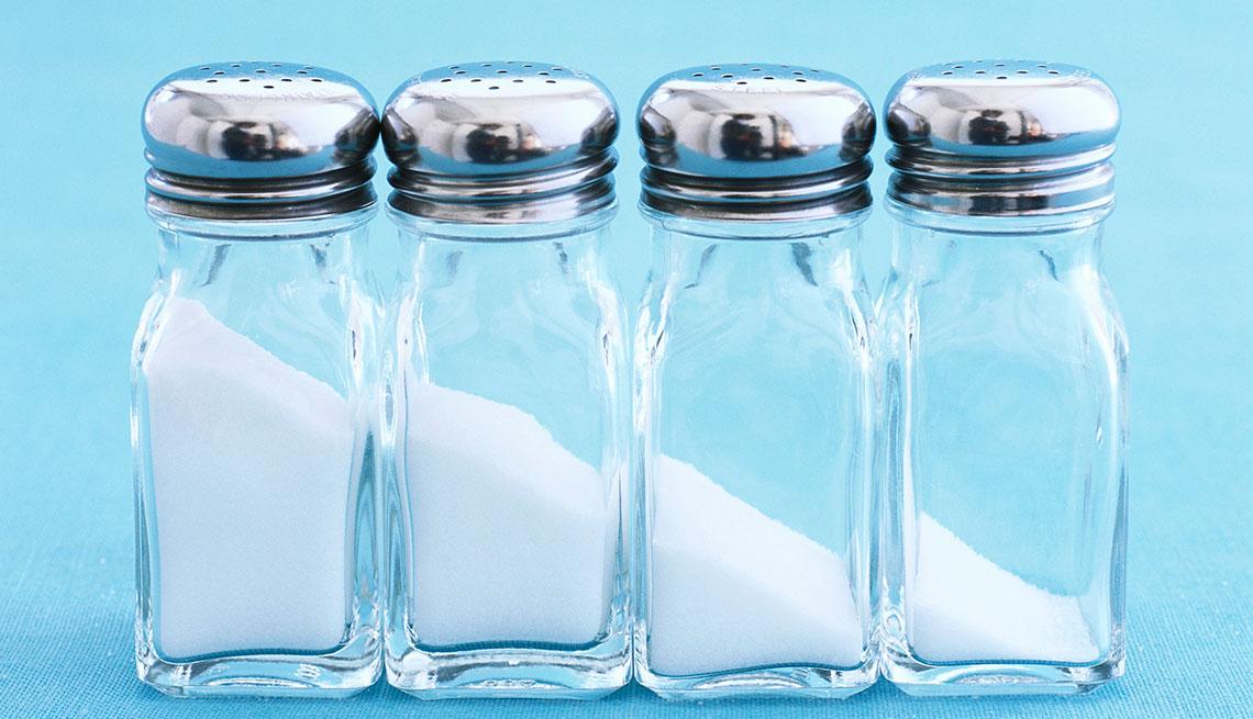 Cuatro frascos de sal