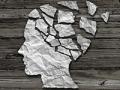 Silueta de una cabeza hecha de papel roto - Salud Cerebral