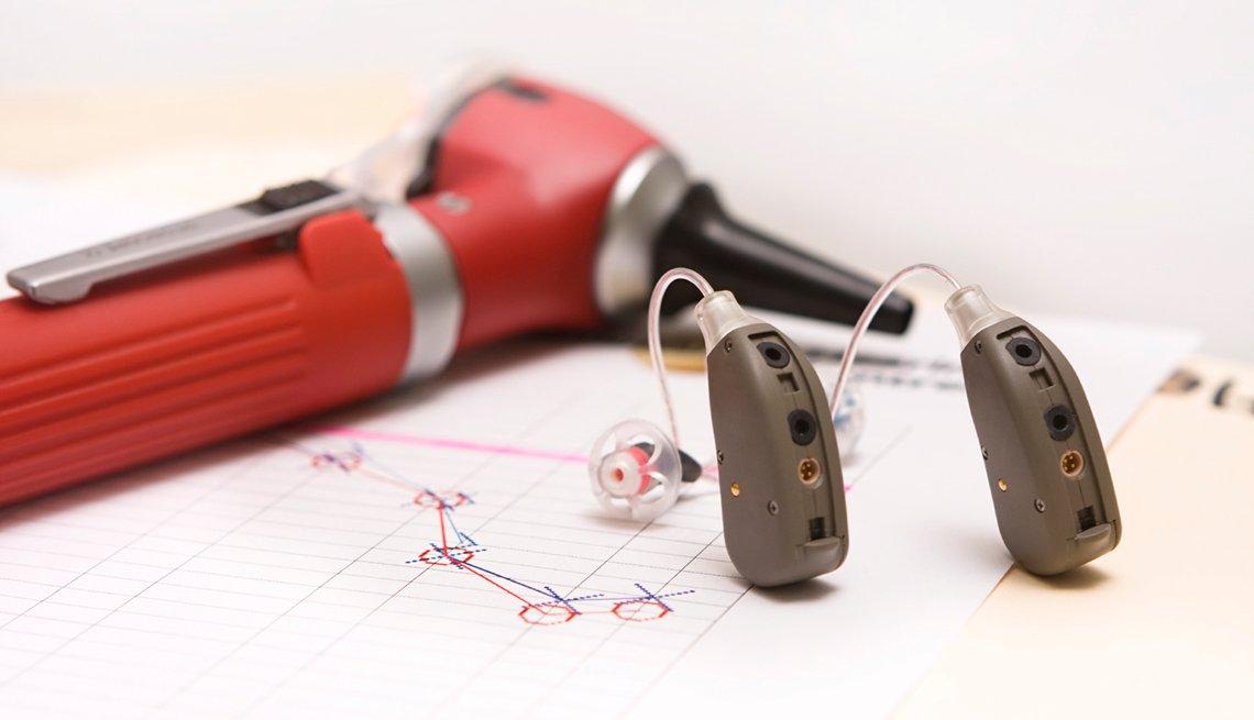 Audífonos y aparato para examinar los oidos