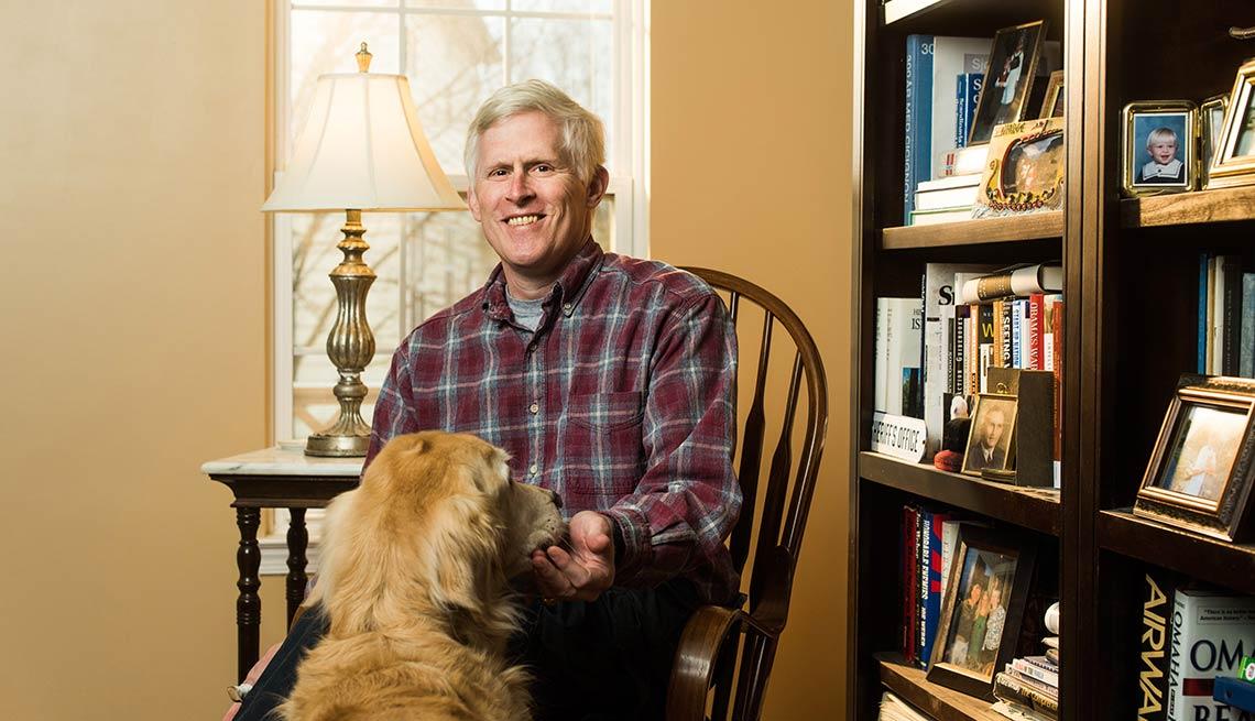 Colgate Solomon con su perro - Paciente de cáncer