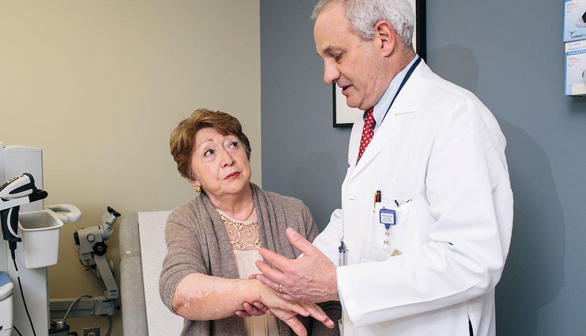 Teresa Pacheco visitando su médico - Cáncer