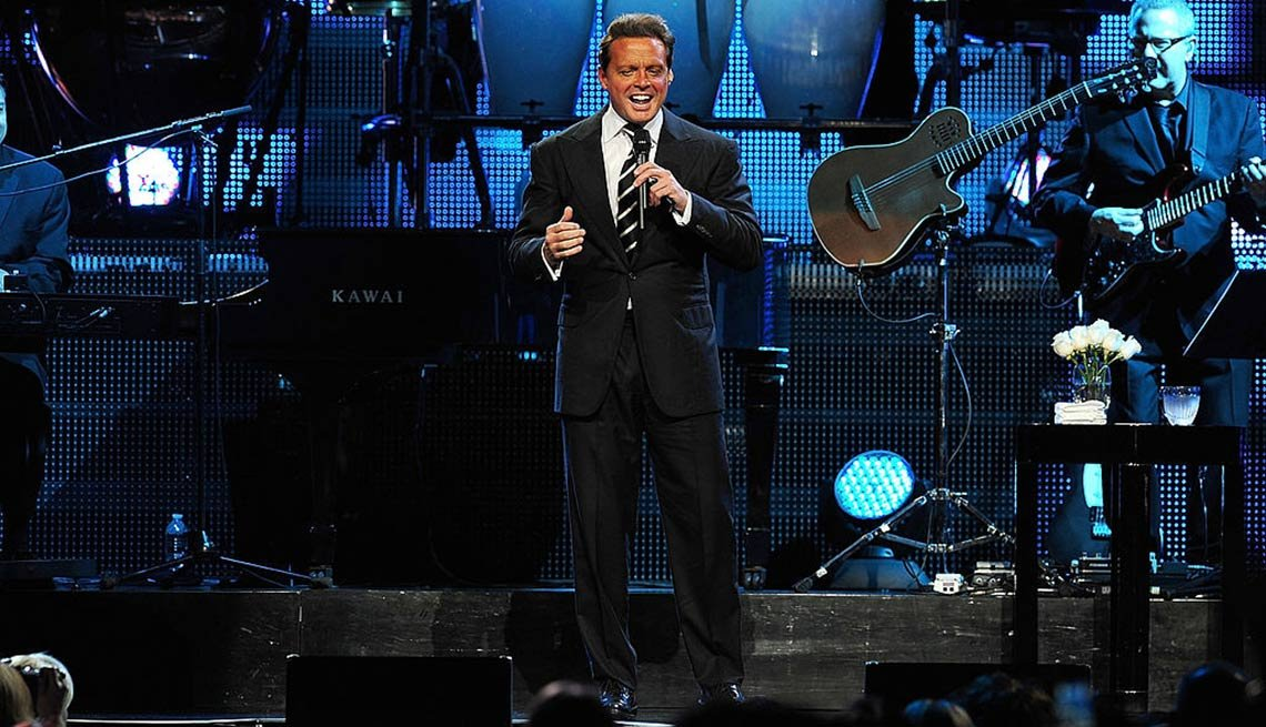 item 7 of Gallery image - Luis Miguel