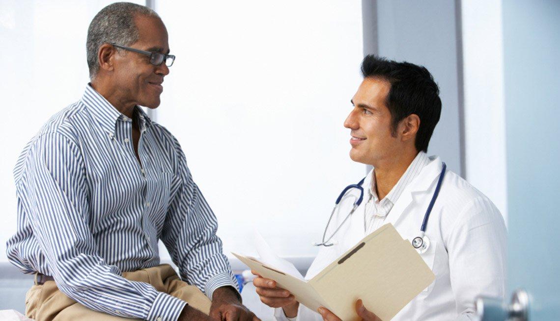 Médico y paciente en consulta