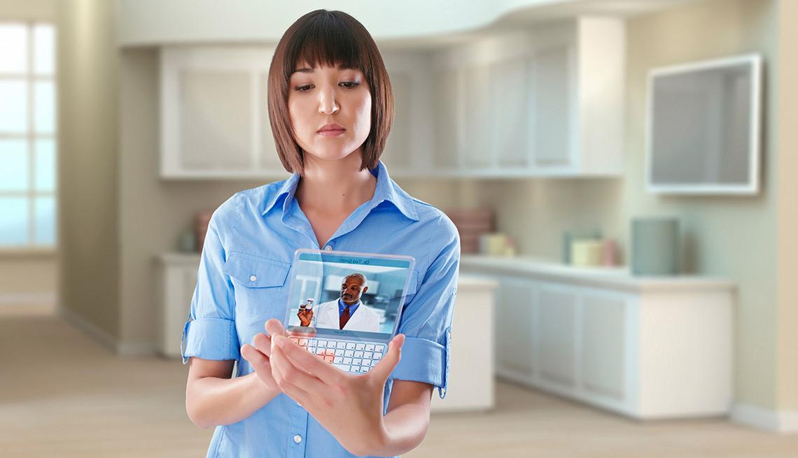 Mujer haciendo una consulta con su médico usando una tableta