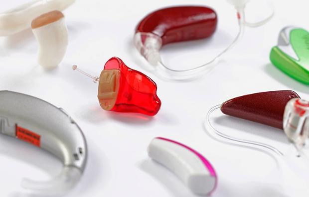 Audífonos de varios tamaños y colores