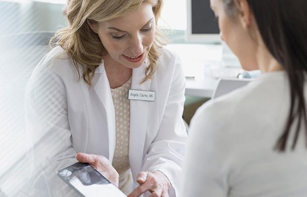 Consulta de un paciente con su médico
