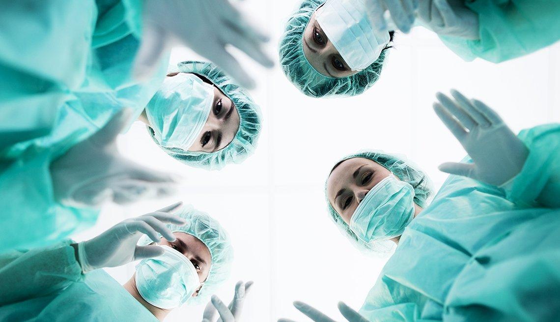 Medicos en sala de operaciones