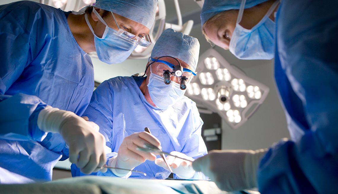 Surgeons work in an operating room