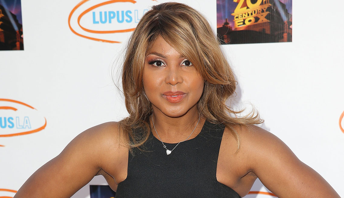 Singer Toni Braxton posing for a photo on the red carpet for Lupus fundraising event