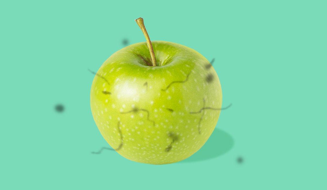 Manzana vista a través de unos ojos con flotadores