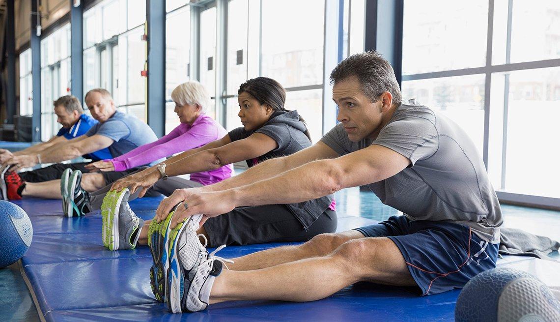 Grupo de personas haciendo ejercicios