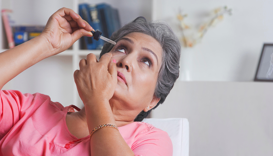 1e49e57b585 Avoid dry eyes by using eye drops when needed.