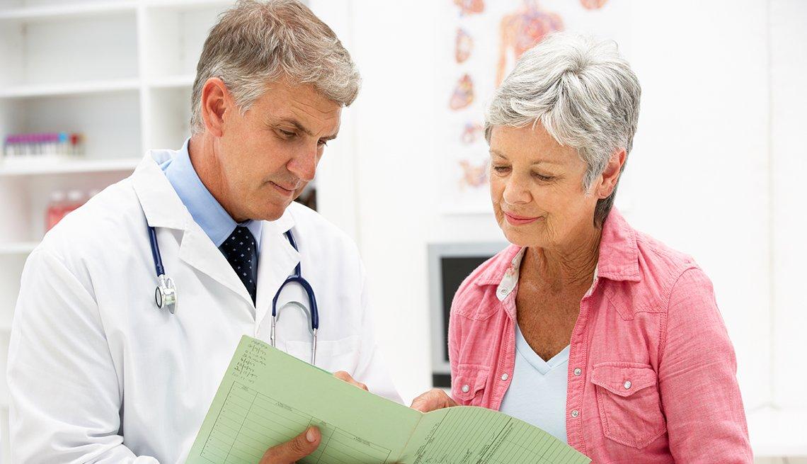 Un doctor y su paciente