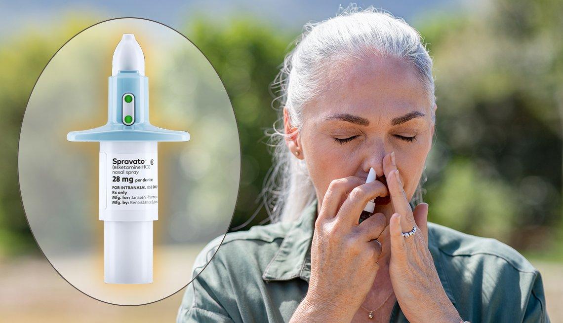 Mujer usando aerosol nasal