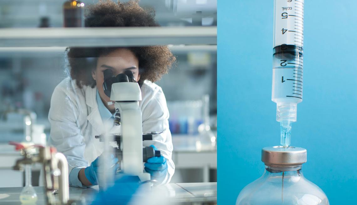 Una científica mirando a través de un microscopio y una jeringa inyectada en un vial