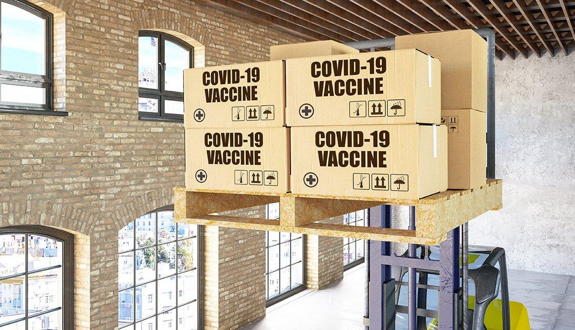Cajas con la vacuna contra la COVID en un almacén