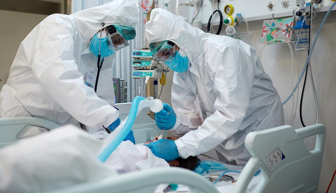 Hospital workers during a procedure to a COVID patient