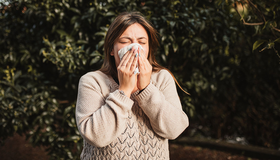 adult woman in a nature suffering allergies