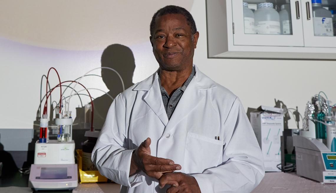 El doctor Ted Love desarrolló un nuevo tratamiento para la anemia de células falciformes