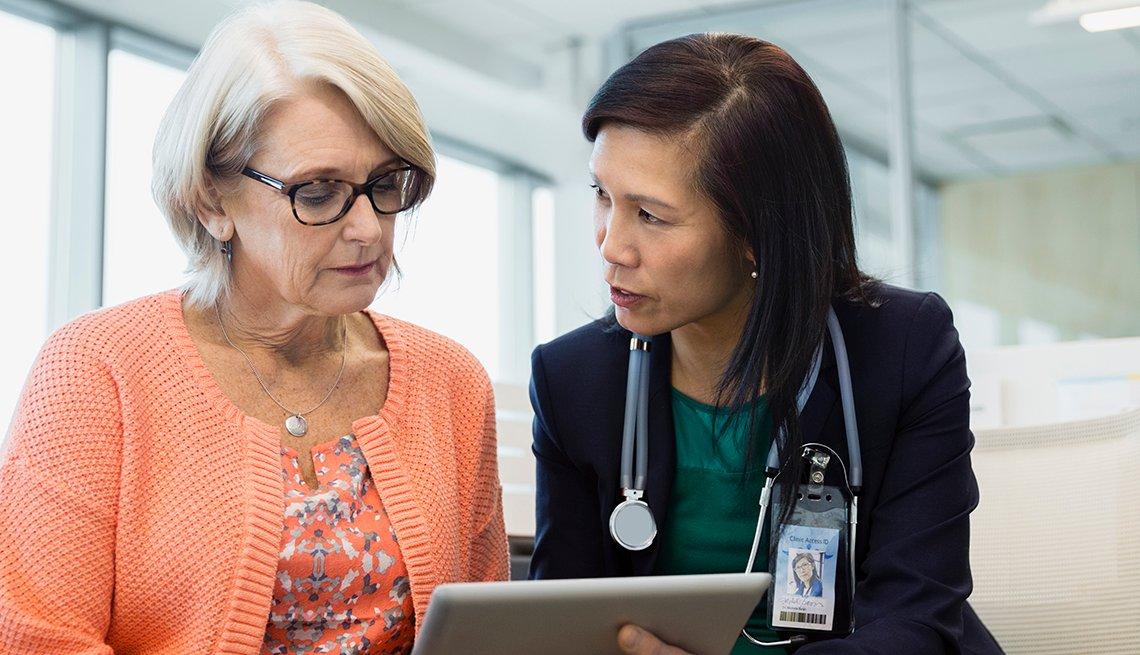 Paciente consultando su médico