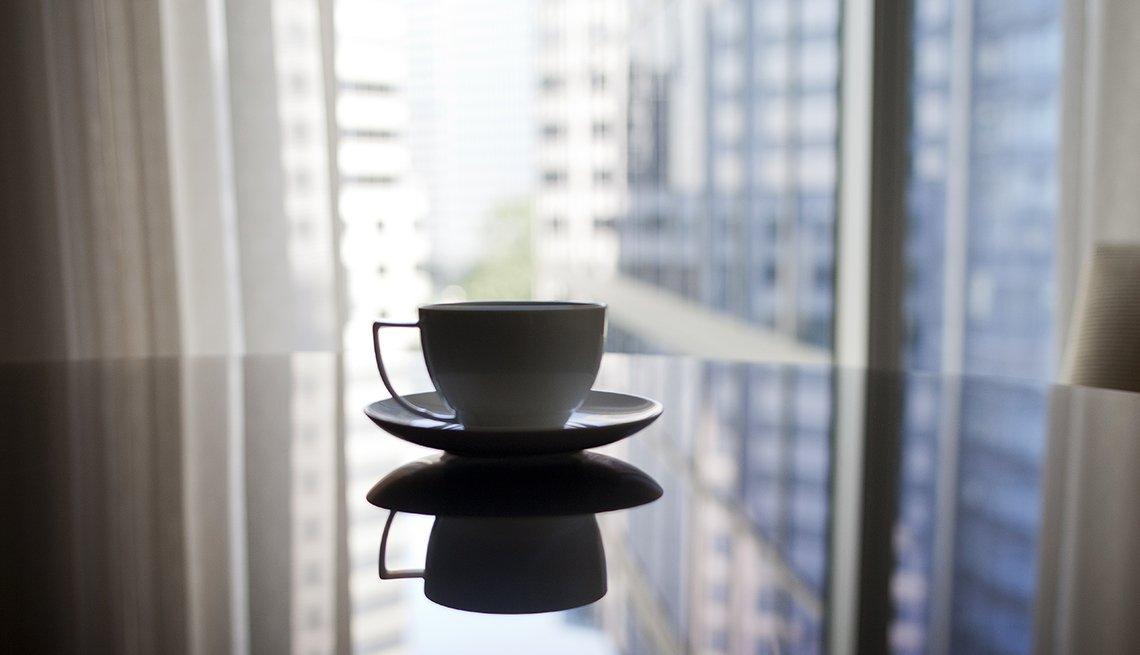 Taza de café sobre una mesa