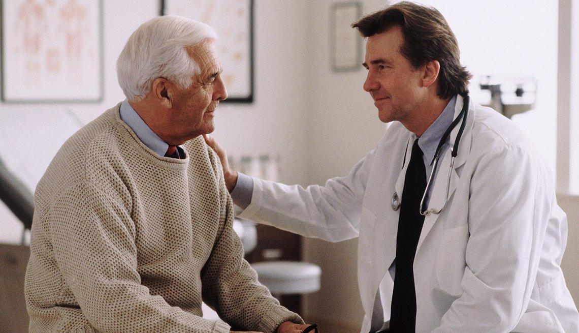 Paciente consultando a su médico
