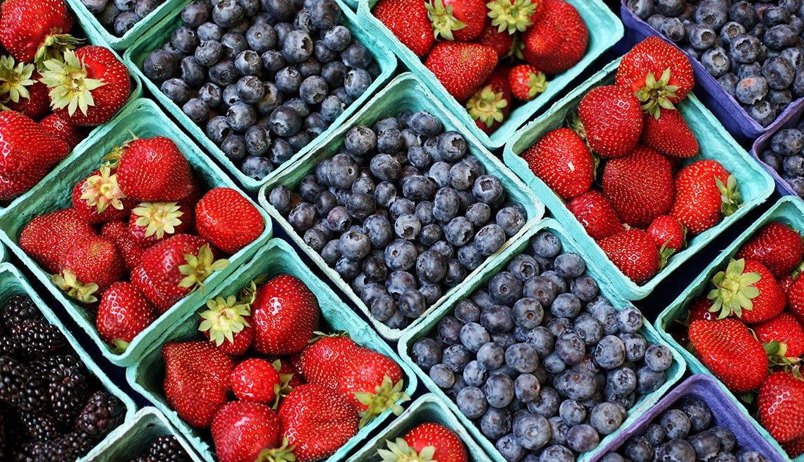 Fresas y arándanos azules