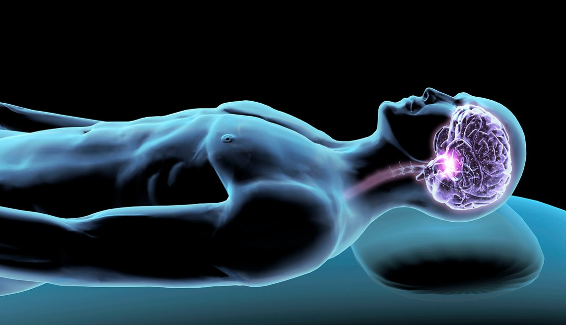 Imagen radiográfica de hombre durmiendo con enfoque en la cavidad craneal.