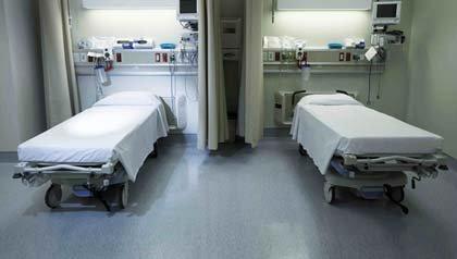Uno de cada tres pacientes se ve perjudicado por errores médicos - Camas de hospital vacias.