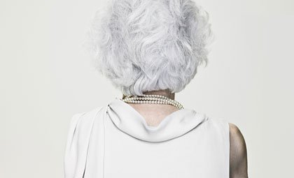 Espalda de mujer con osteoporosis