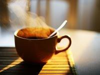 Una taza de café caliente - Beneficios del cafe y la prevención de enfermedades
