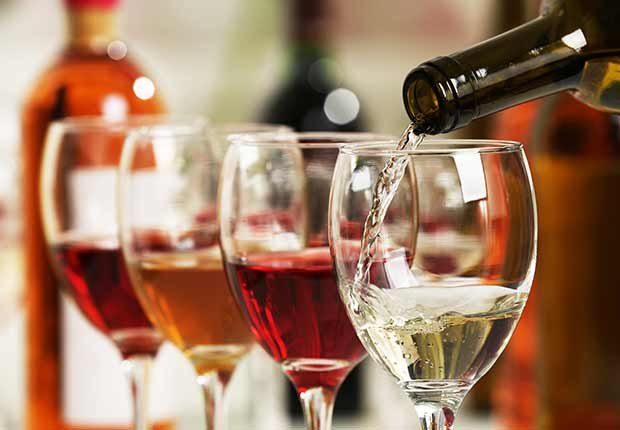 Varias copas de vino