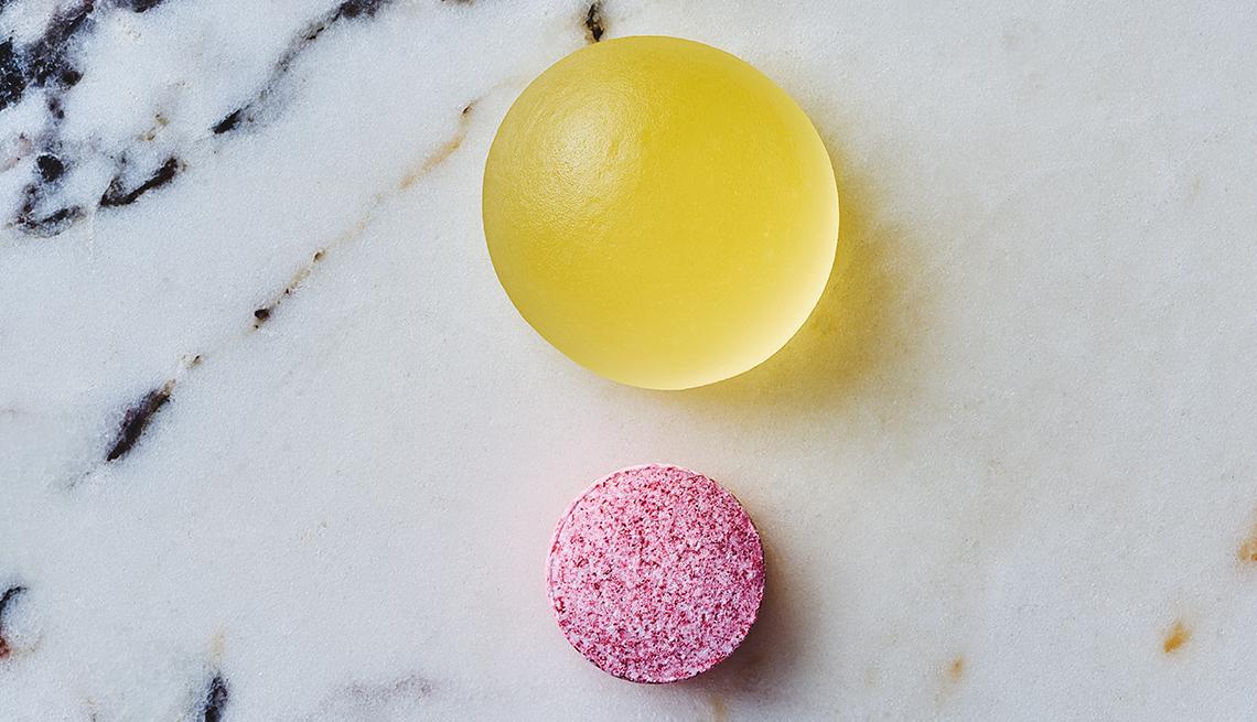 Vitamina D masticable y una vitamina B12 que se disuelve