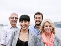 Parejas sonriendo antes la cámara fotográfica, Datos Ley de Salud