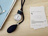Receta médica y un estetoscopio - Los errores más comunes que se comenten con Medicare